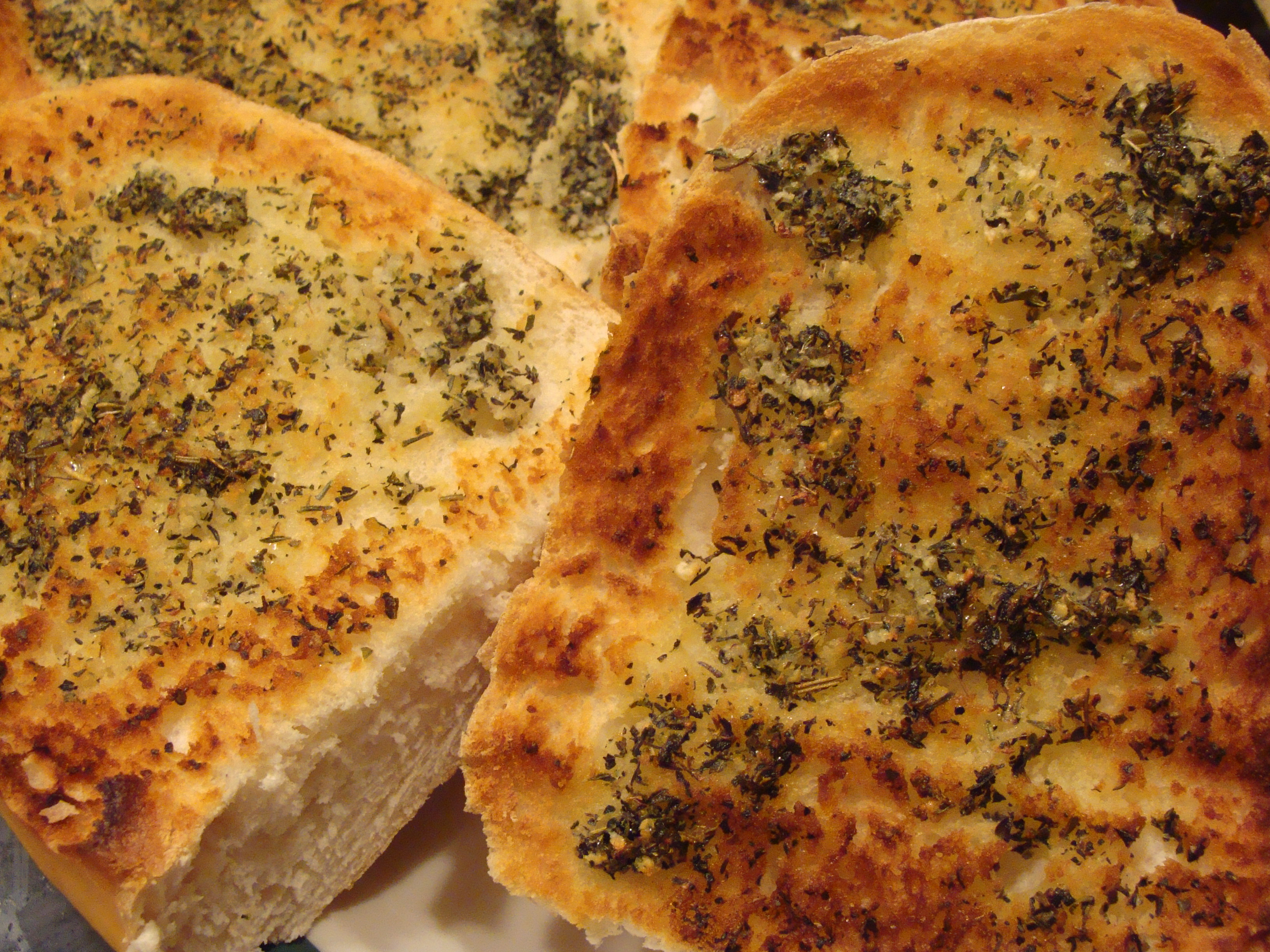herbed-garlic-bread-and-monkey-bread-001