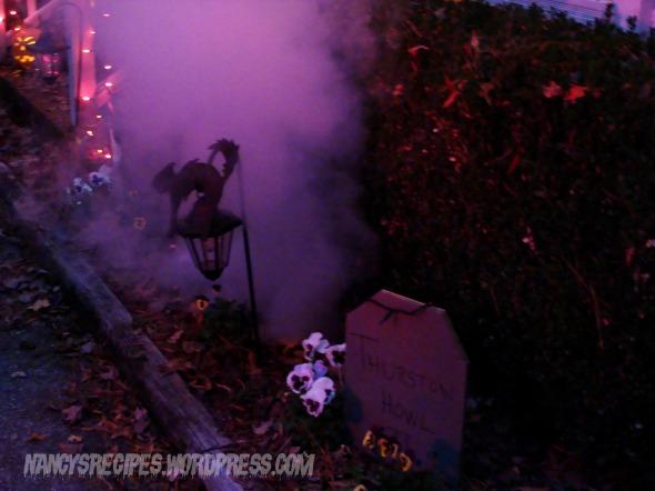 Halloween 2009 yard 3